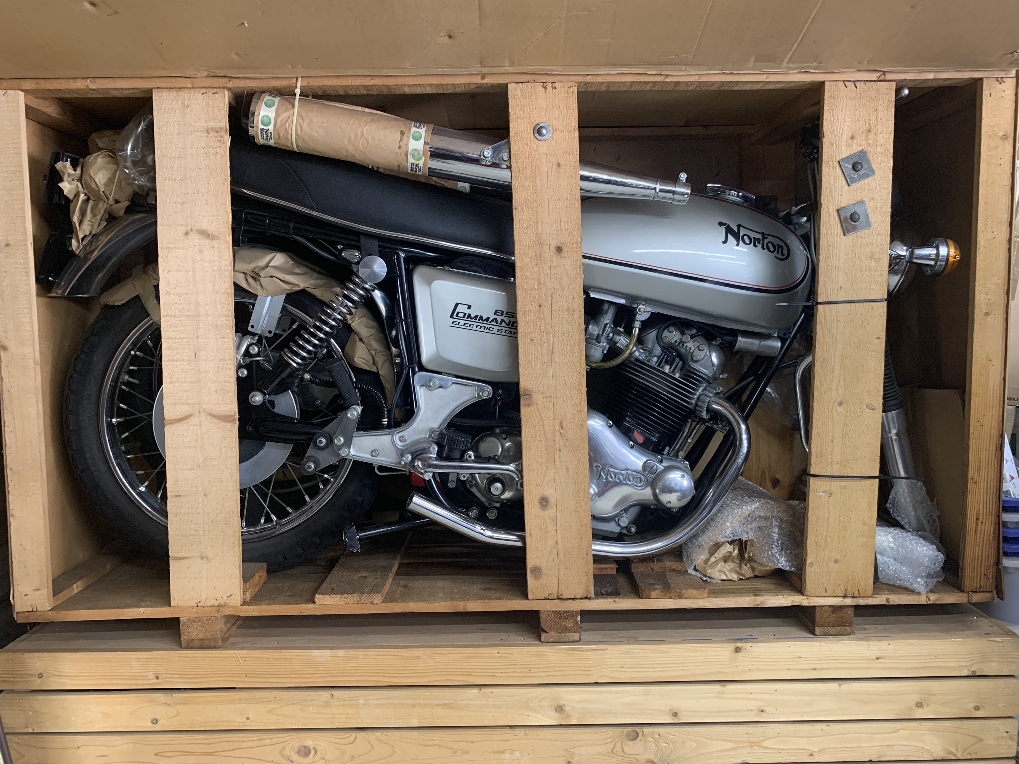 Norton Commando Mk3 in crate